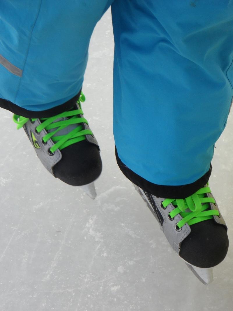 skates-child skating